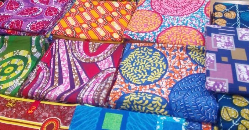 Taye-why-are-african-fabrics-stiff-afrykanskie-wzory-wosk-ubrania