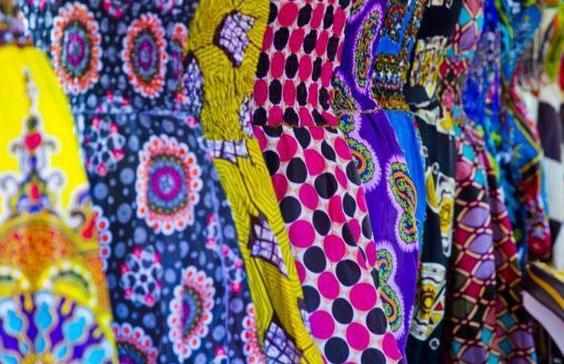 taye-afrykanskie-wzory-wosk-afrykanski-african-print-why-are-african-prints-fabrics-stiff
